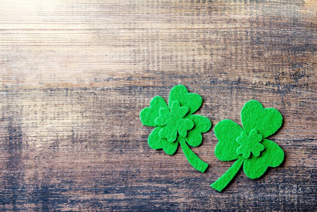 Decorative leaf of clover, trefoil, shamrock leaves on wood background, close up. Happy St. Patrick's Day holiday symbol.; Shutterstock ID 1331479001; Amministratore Fatturazione: Martina Nordio; Progetto: Nuova Pearson Academy; Dipartimento: Marketing; ISBN/Progetto: WF155 N1604
